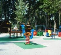 """ЈП """"Градац"""" и """"Градско зеленило"""" санирају део парка који је намењен најмлађима"""