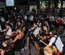 Вечерас на тргу концерт симфонијског оркестра